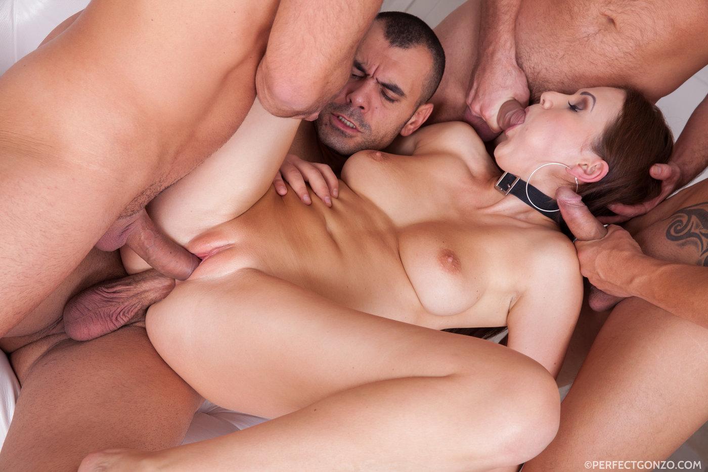 Порно групповое с одной телкой 9