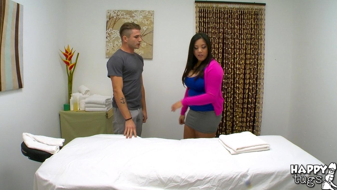 Chubby masseur seducing his client