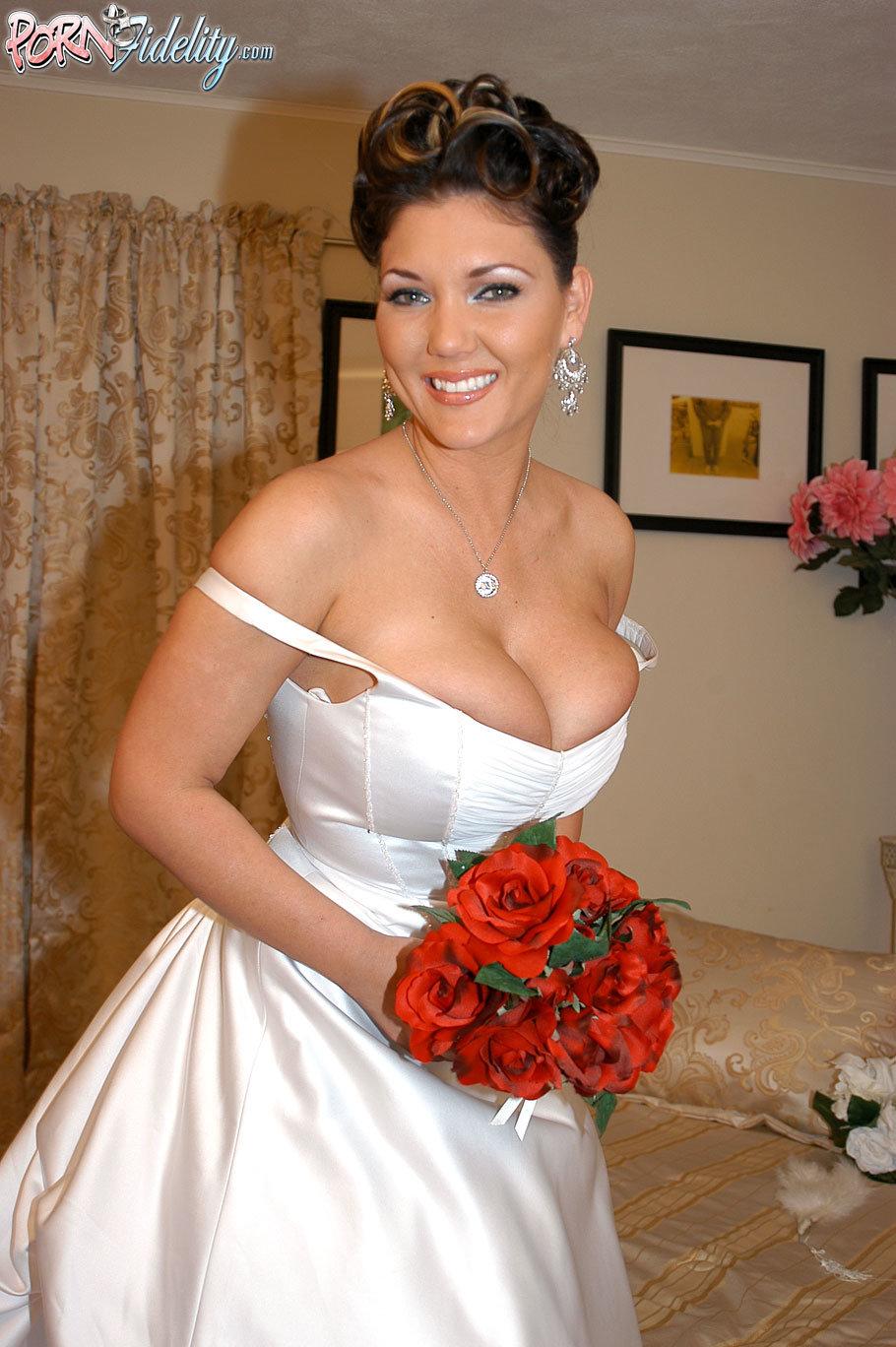 Сиськи невеста свадьба