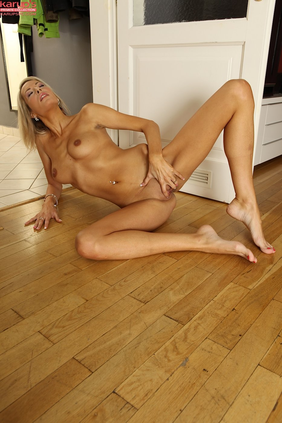 Milf babe decides to offer her best on first date Part 2