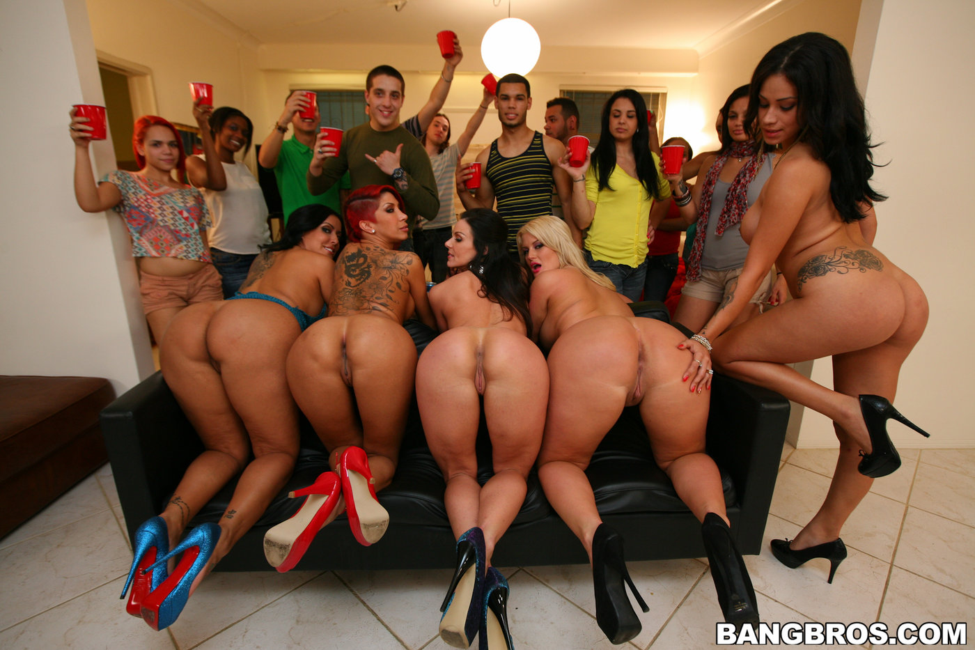 College party turns into a big bisexual orgy not to miss