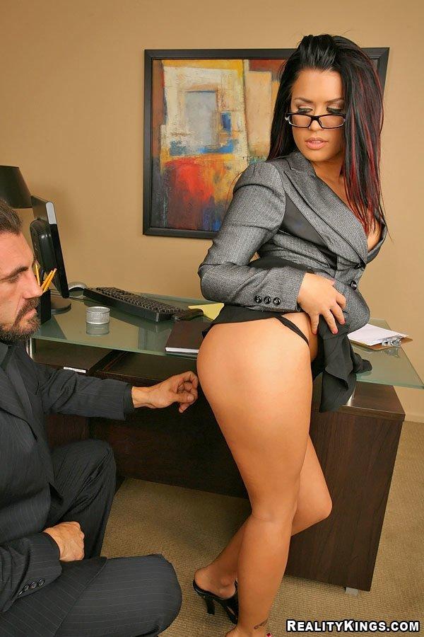 голая секретарша с директором картинки сняла розовые штаны