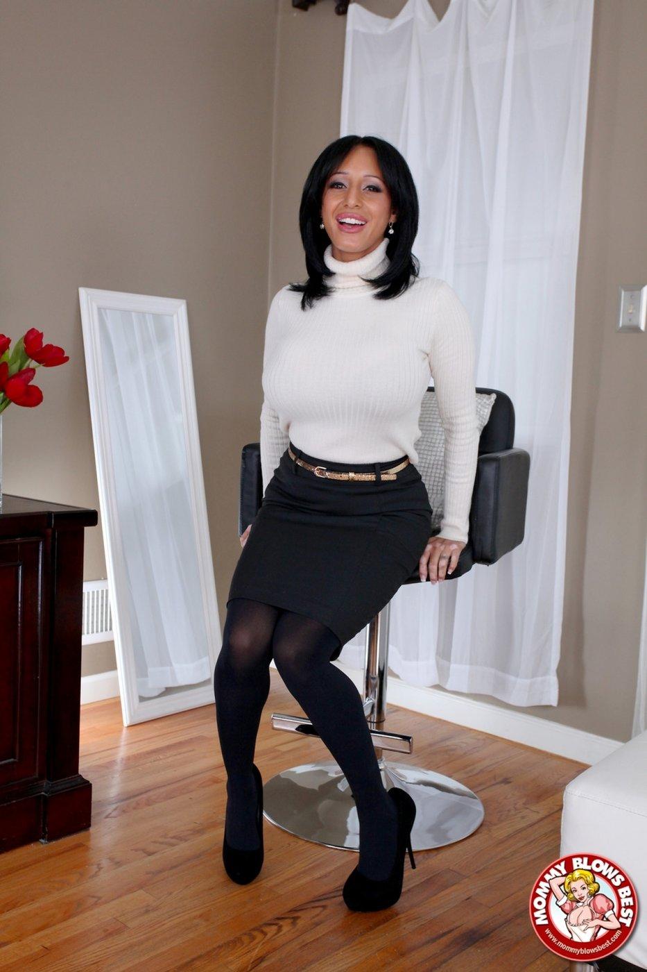 milf tight skirt