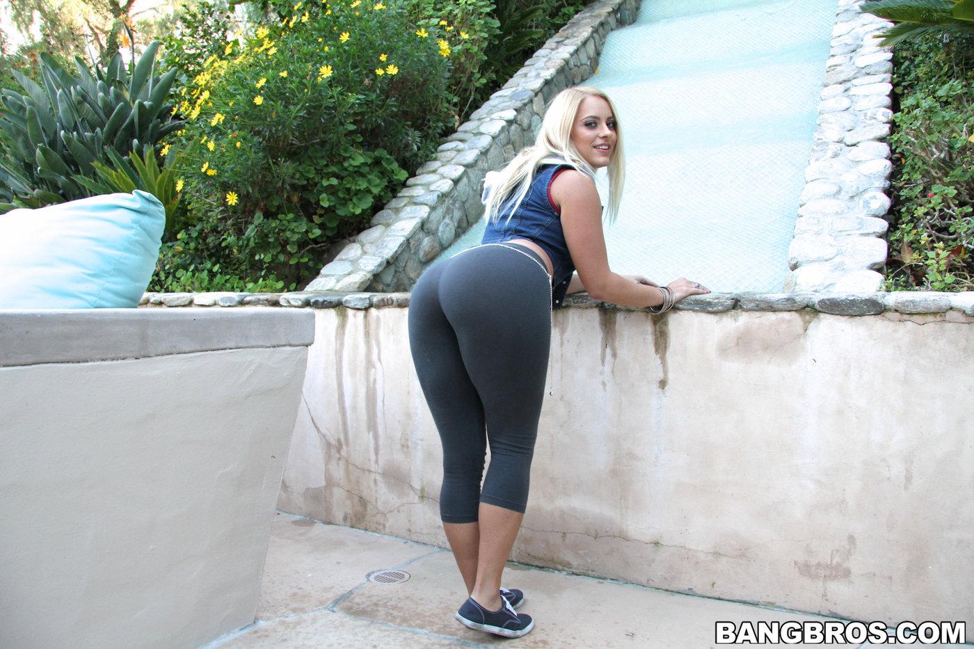 Beautiful black woman blowjob