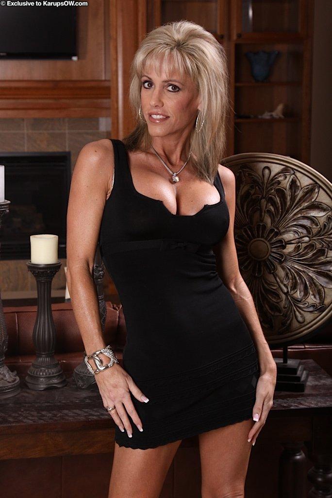Ravishing Milf With A Retro Hairdo Takes Off Her Skintight Black Dress Iamxxx Com