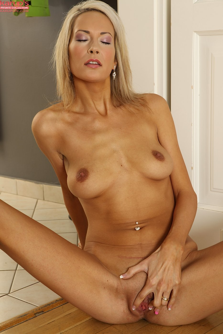 Milf babe decides to offer her best on first date 2