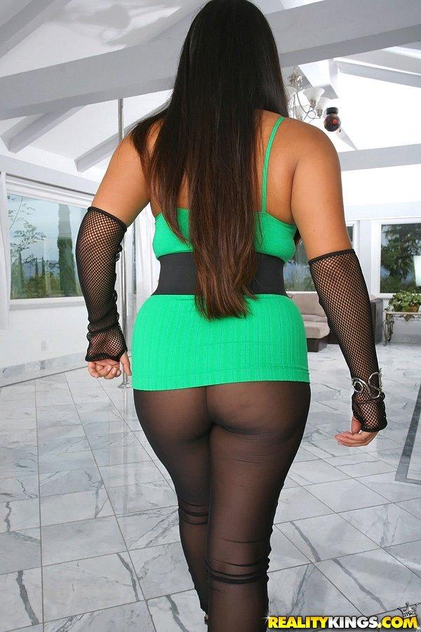 Thick Latina Playing Pussy