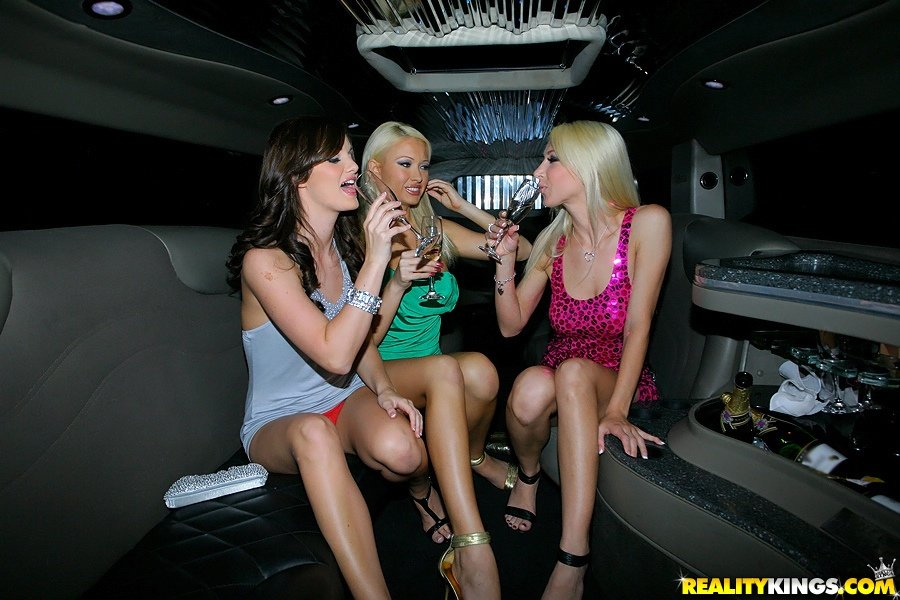Lesbian sex in limo