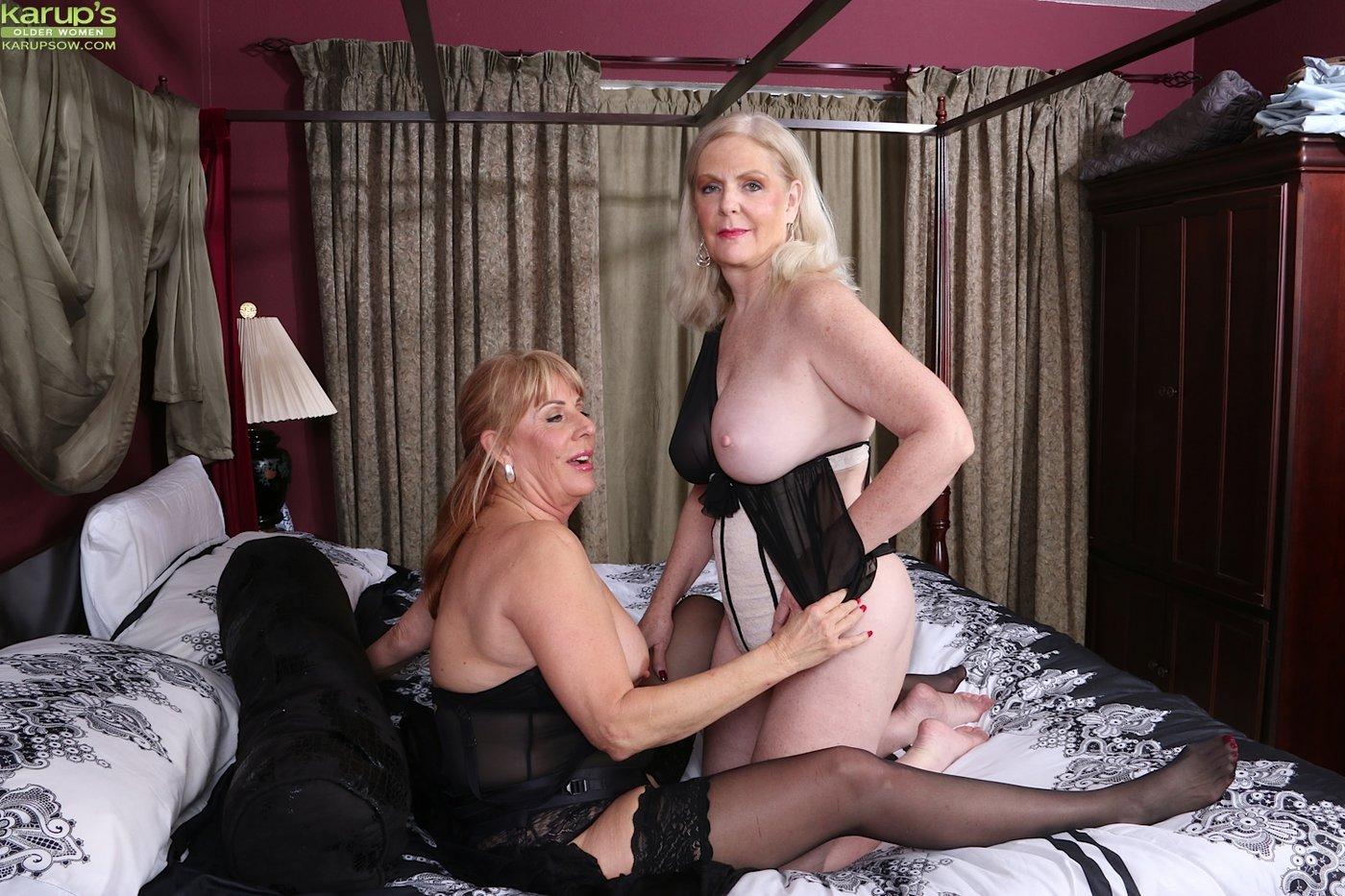 Страпон со зрелыми дамами